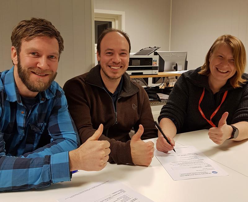 Signering av kontrakten. Foto: Martin Lillehagen Hanssen
